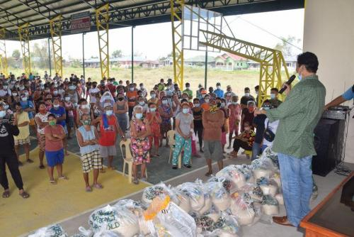 Pamamahagi ng mga Relief Goods para sa mga Kababayan nating Nasalanta ng Bagyong Ulysses sa Brgy. Candating